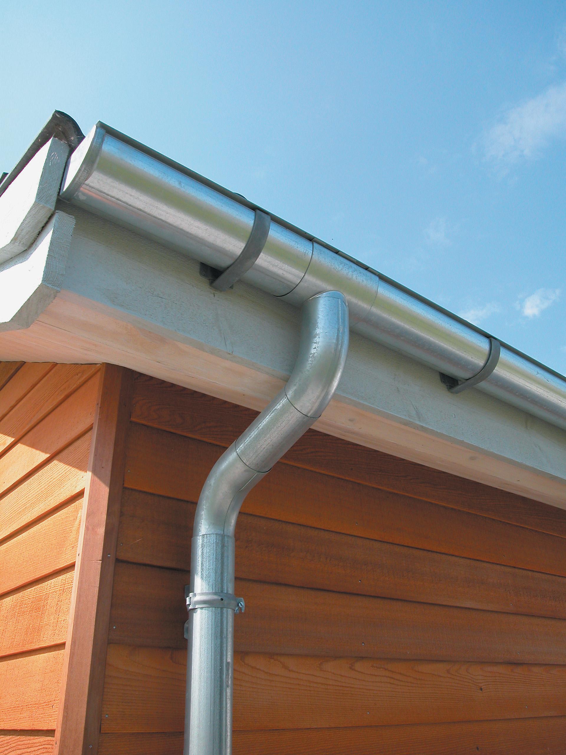 Водостоки для крыши своими руками: как сделать водосточную 13